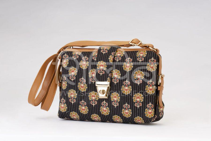 Black BeRe Marigold Capsule Sling Bag2