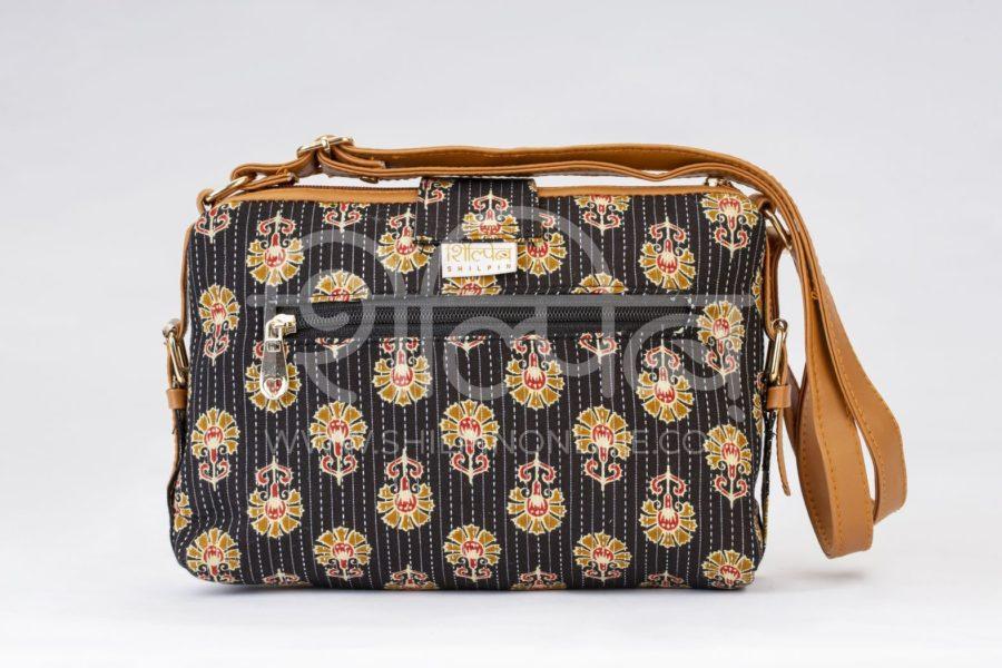 Black BeRe Marigold Capsule Sling Bag3