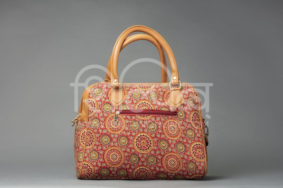 Red Mandala Motif D Shoulder Bag2