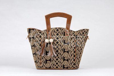 Lucknowi Stitch BB Shoulder Trapeze Bag